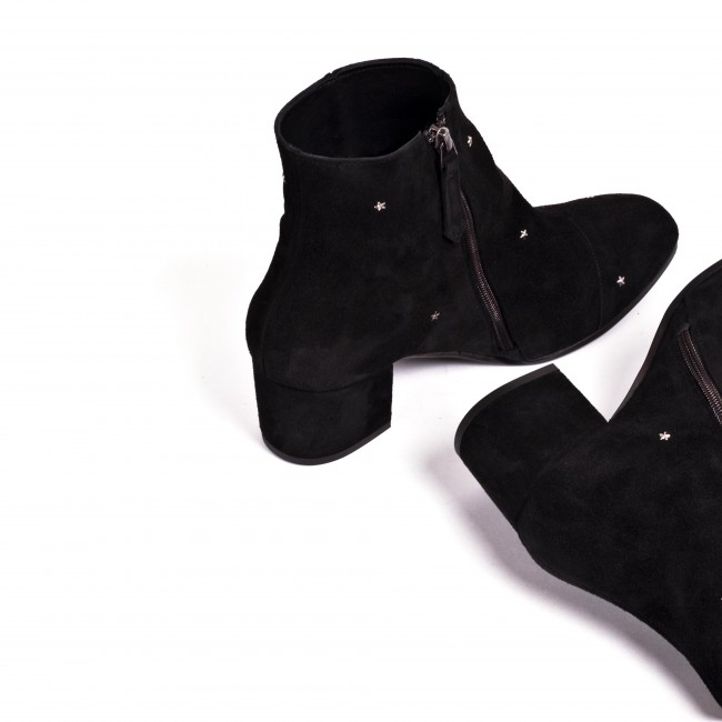 Dilliah Suede Star Black