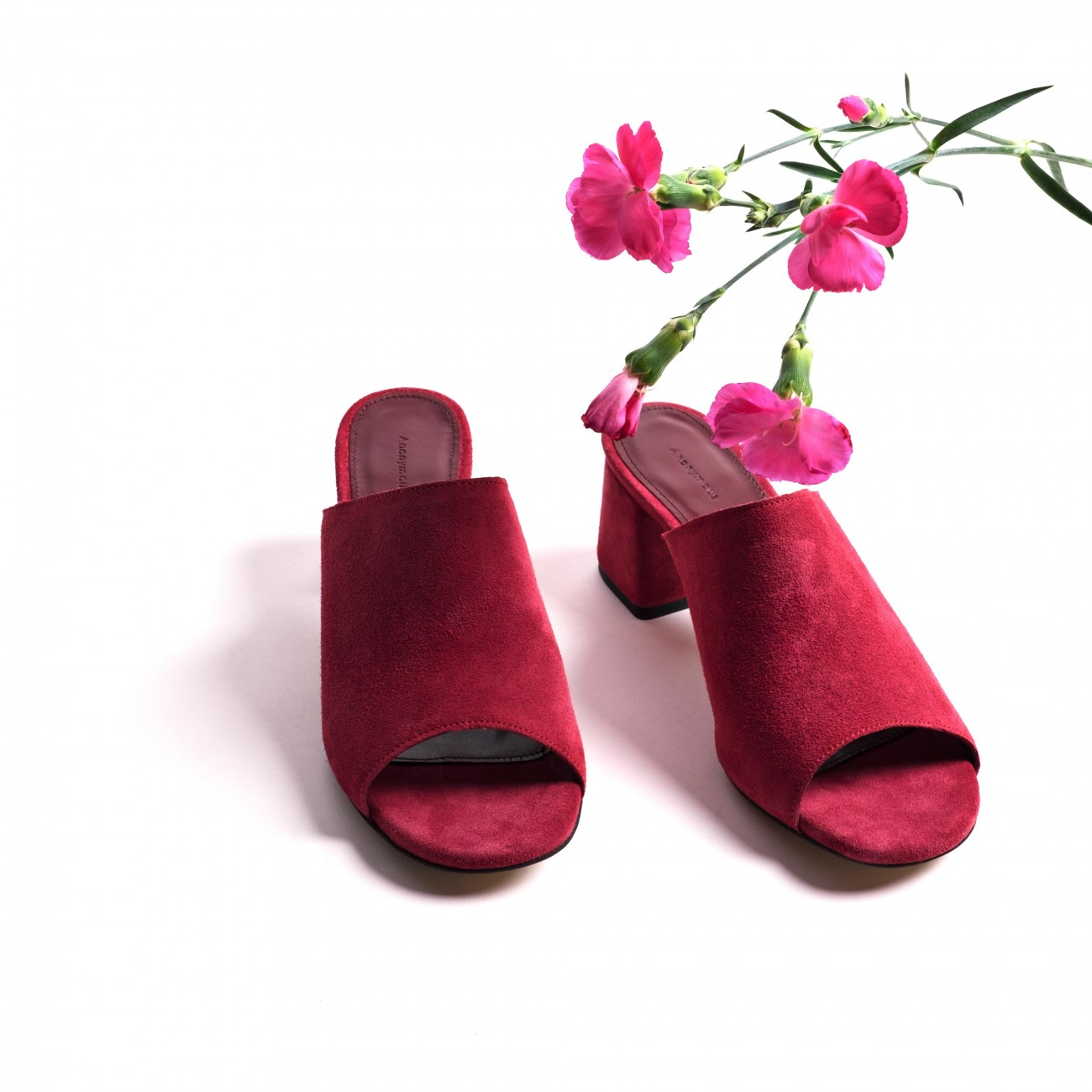 Horizon mules in cherry suede