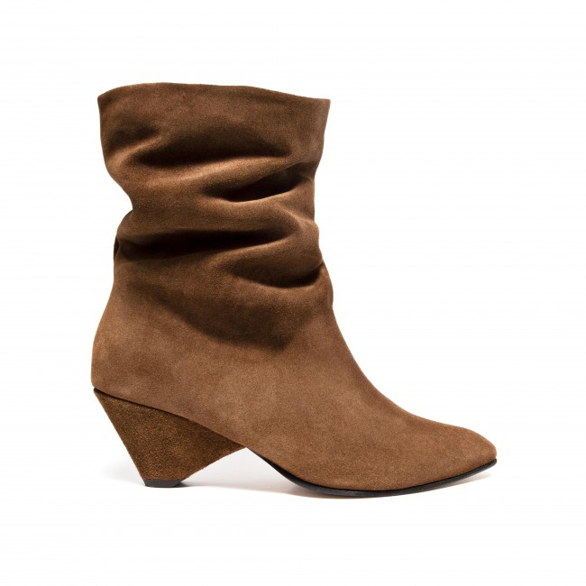 Vully 50 Triangle Calf suede Cinnamon