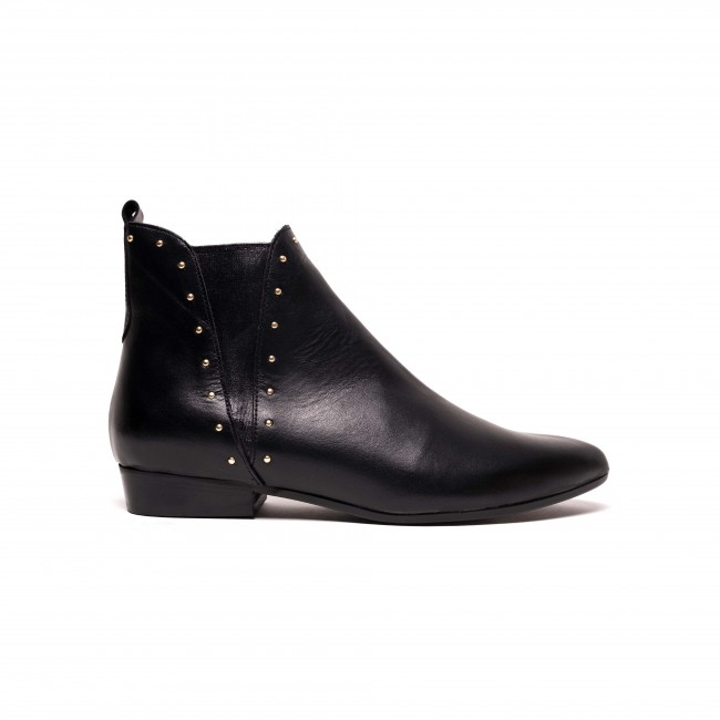 Rita studs soft calf Black
