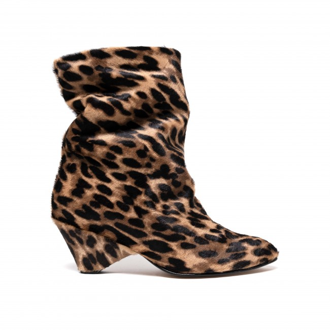 Vully 50 triangle calf hair leopard